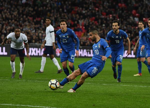 Insigne trasforma il rigore del definitivo 1-1 in Inghilterra-Italia (ph. Zimbio)