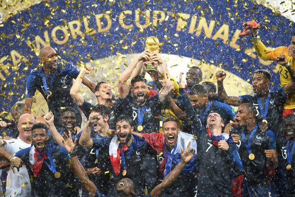 La Francia alza la sua seconda coppa del mondo (ph. zimbio)