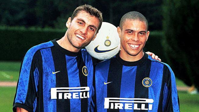 Vieri con la maglia dell'Inter, estate 1999
