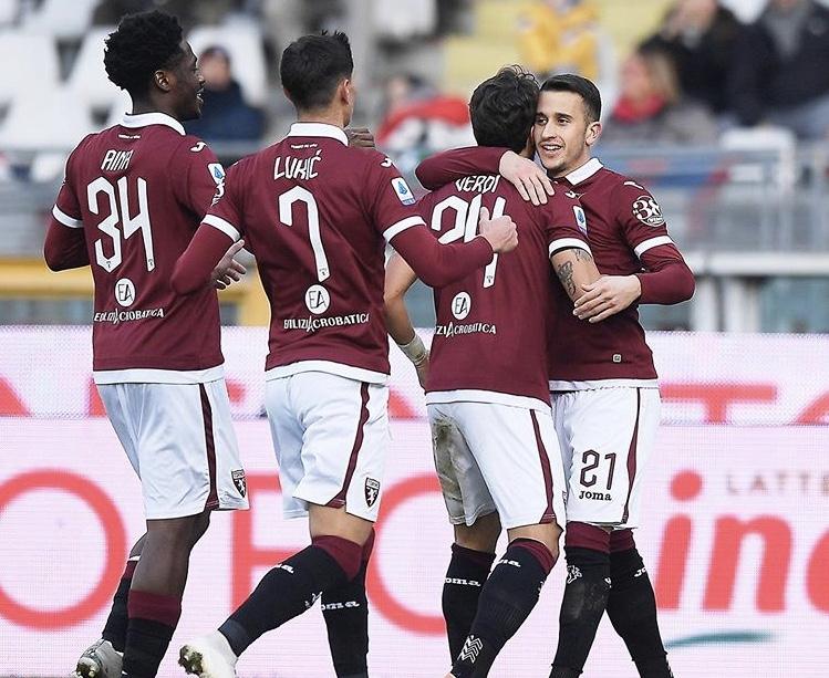 L'abbraccio tra Alejandro Berenguer e i compagni dopo il gol dell'1-0 nel match dell'Olimpico tra Torino e Bologna (Social)